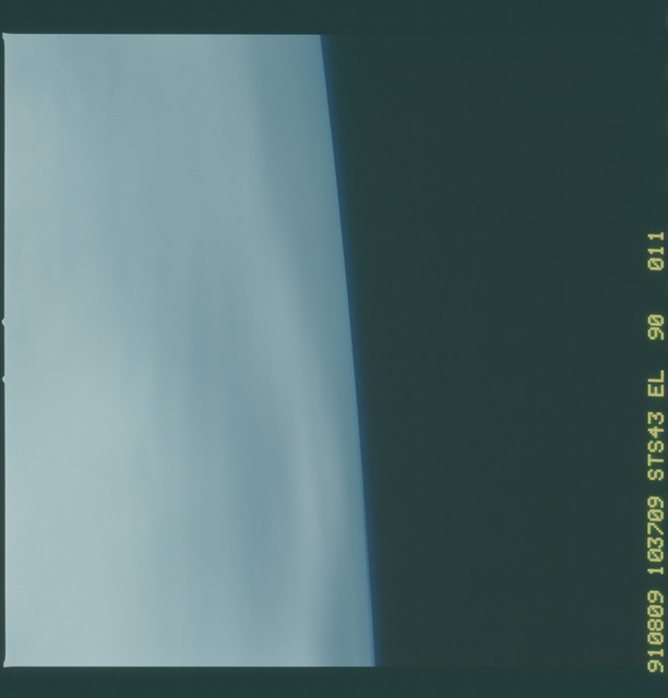 S43-90-011 - STS-043 - STS-43 earth observations