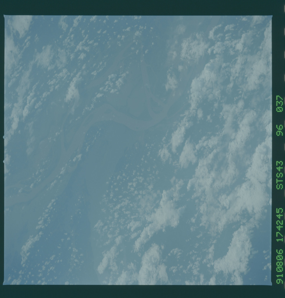 S43-96-037 - STS-043 - STS-43 earth observations