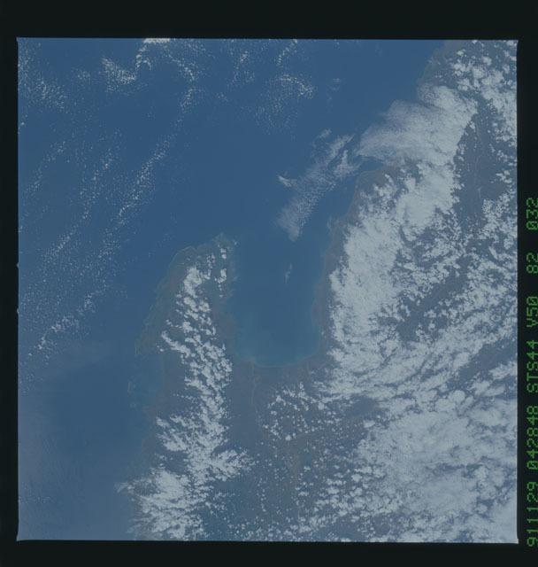 S44-82-032 - STS-044 - Mount Pinatubo Volcano - Post Eruption, Luzon, Philippines