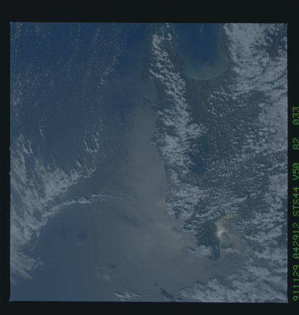 S44-82-033 - STS-044 - Mount Pinatubo Volcano - Post Eruption, Luzon, Philippines