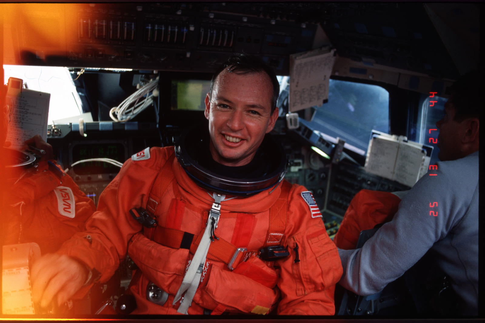 S45-01-023 - STS-045 - STS-45 crewmembers on flight deck