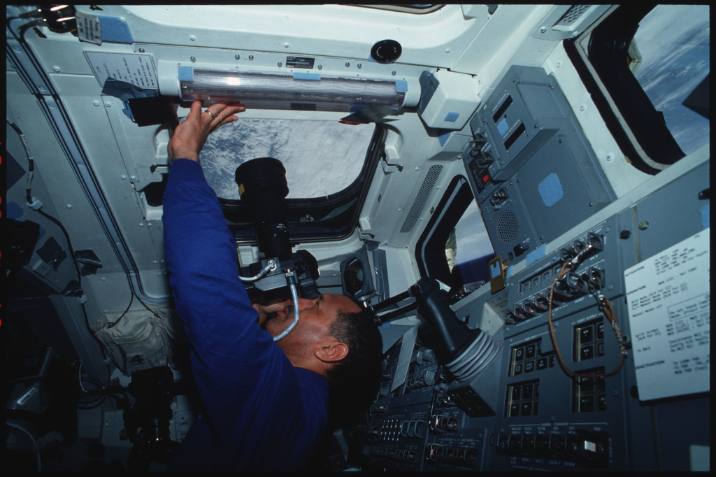 S45-03-020 - STS-045 - Mission Commander Bolden and Payload Specialist Frimout