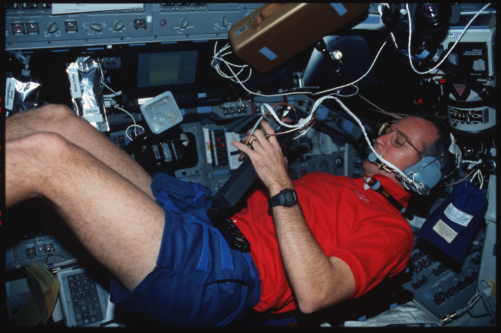 S45-04-025 - STS-045 - Pilot Brian Duffy uses the SAREX equipment