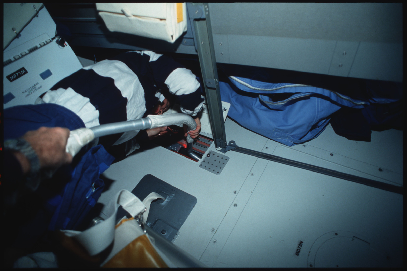 S45-14-018 - STS-045 - STS-45 crewmembers engaged in orbiter maintenance