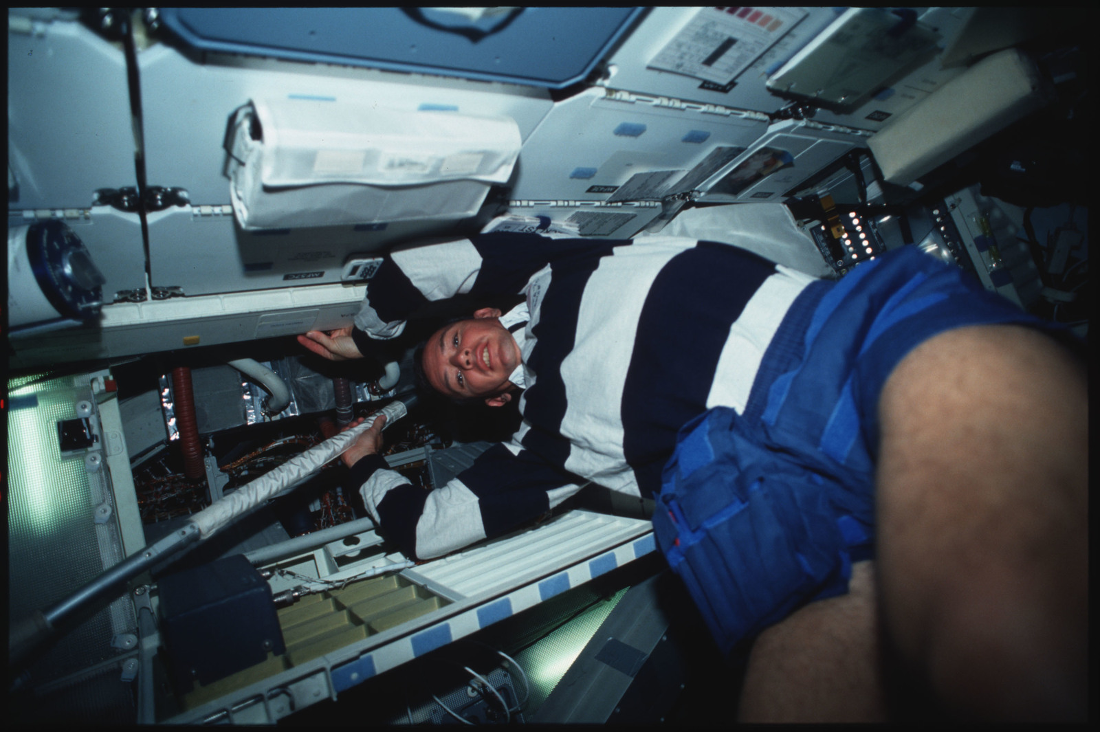 S45-14-020 - STS-045 - STS-45 crewmembers engaged in orbiter maintenance