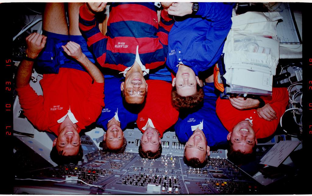S45-38-004 - STS-045 - STS-45 crew portrait
