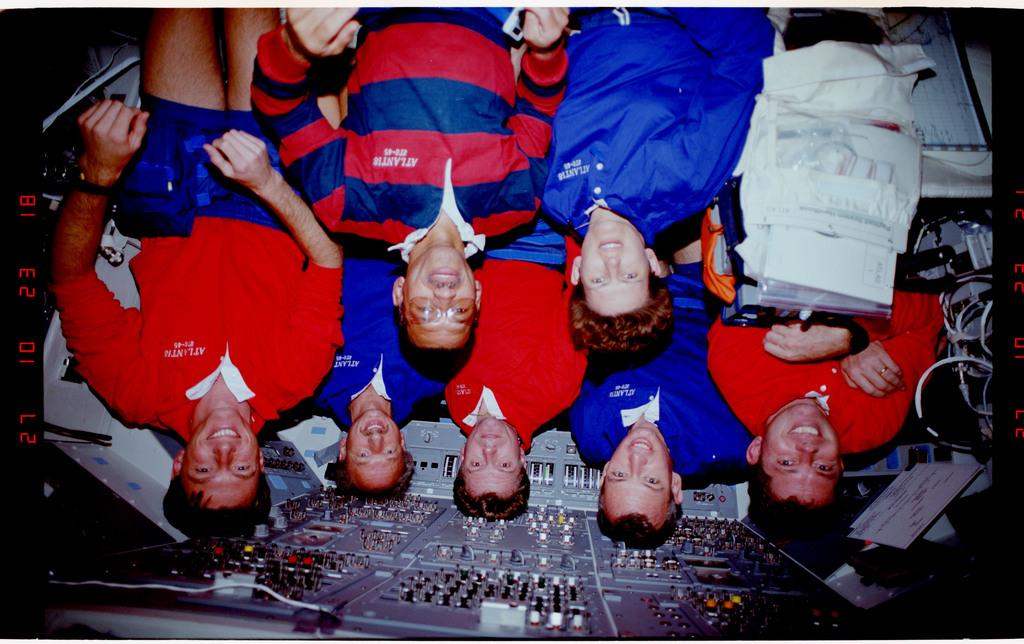 S45-38-005 - STS-045 - STS-45 crew portrait