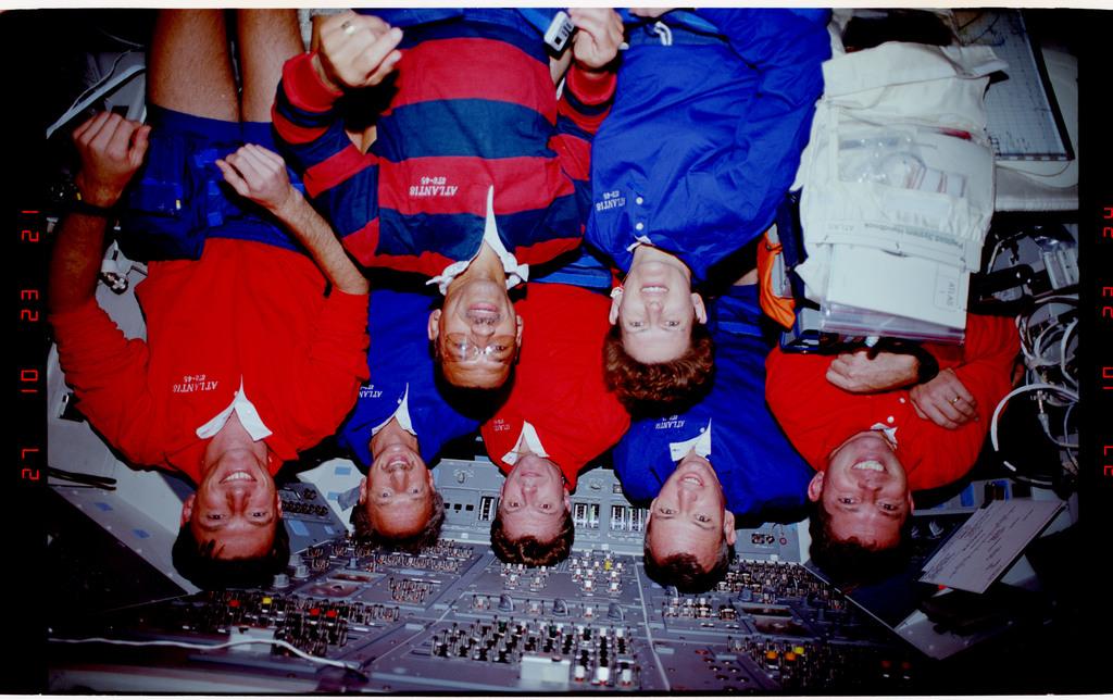 S45-38-006 - STS-045 - STS-45 crew portrait
