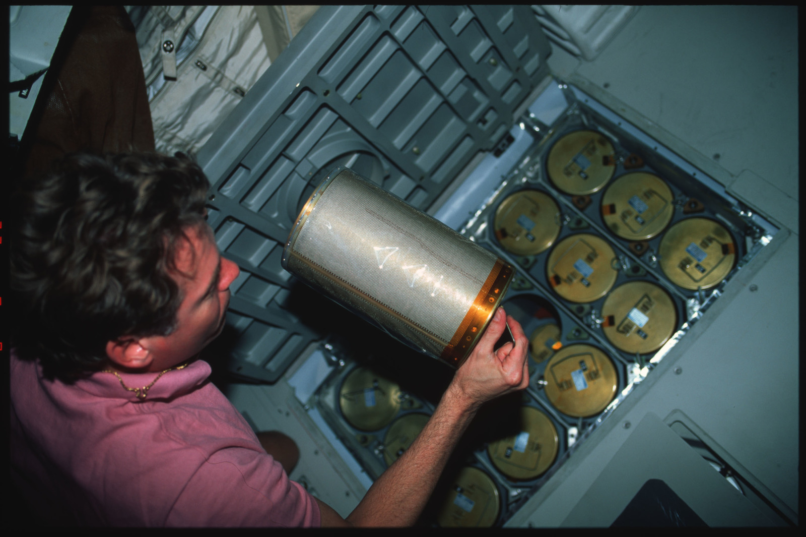 S45-41-017 - STS-045 - STS-45 crewmembers switch out LiOH canisters