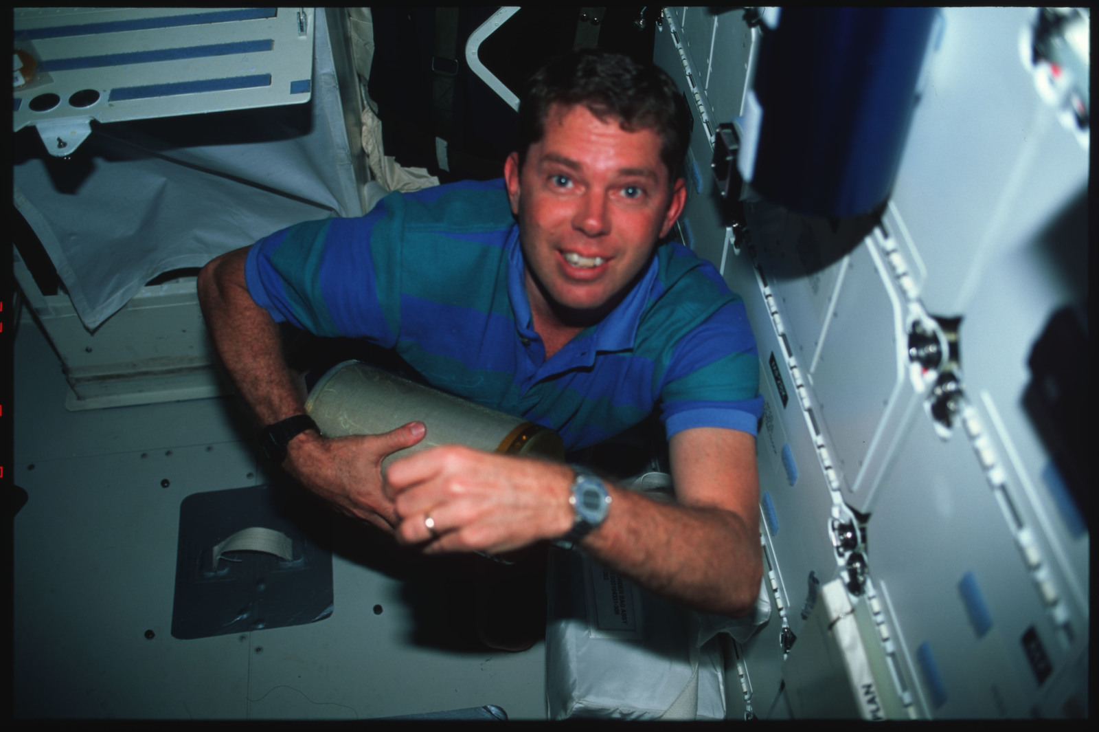 S45-41-019 - STS-045 - STS-45 crewmembers switch out LiOH canisters