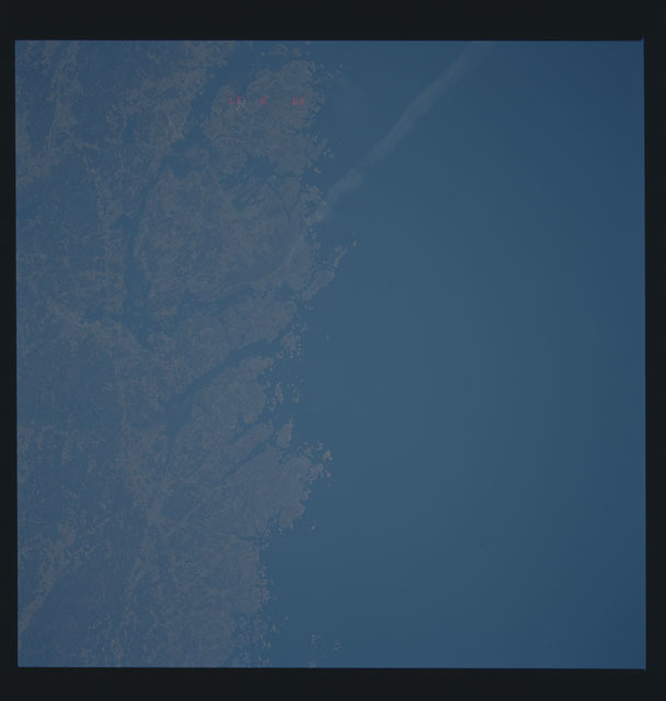 S45-613-028 - STS-045 - STS-45 earth observations