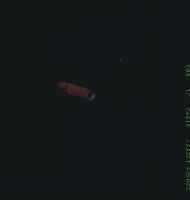 S45-71-005 - STS-045 - STS-45 external tanks fall away after separation