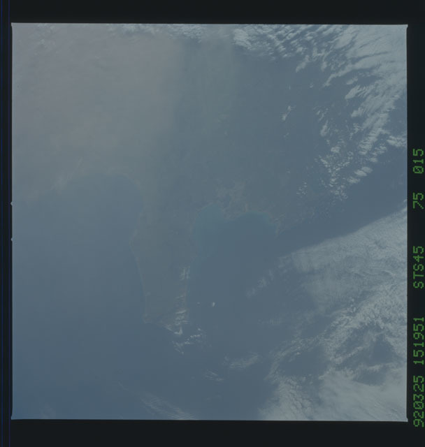 S45-75-015 - STS-045 - STS-45 earth observations