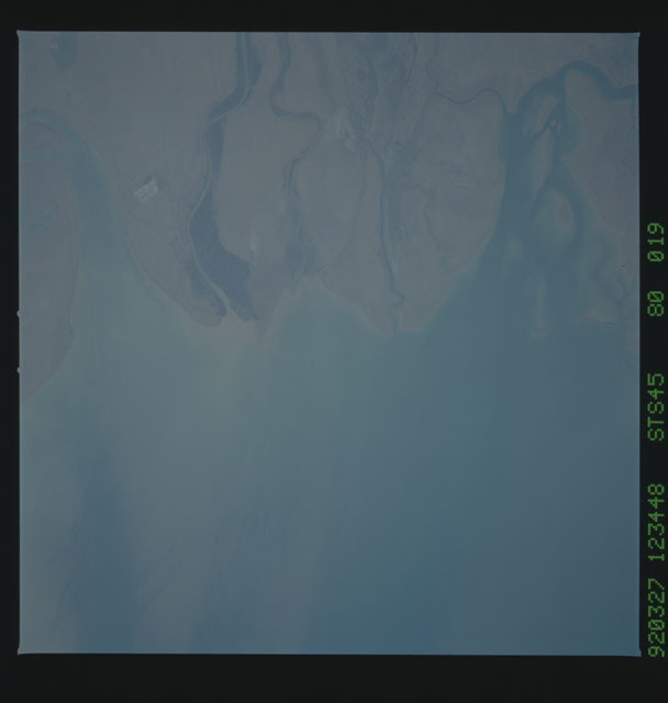 S45-80-019 - STS-045 - STS-45 earth observations