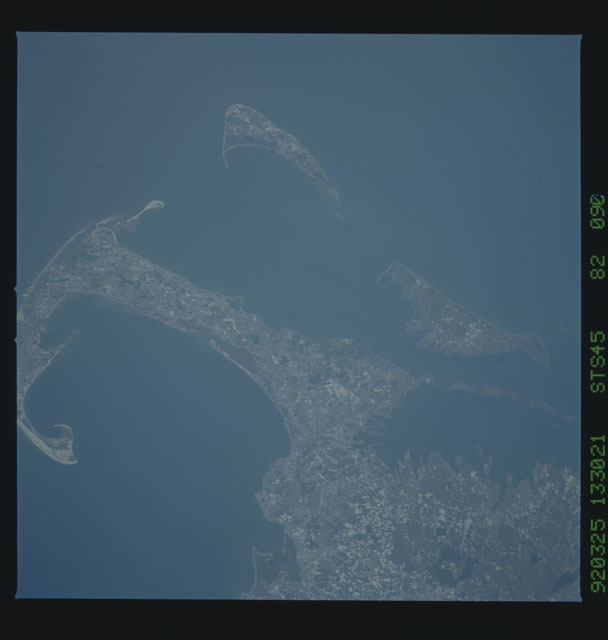 S45-82-090 - STS-045 - STS-45 earth observations