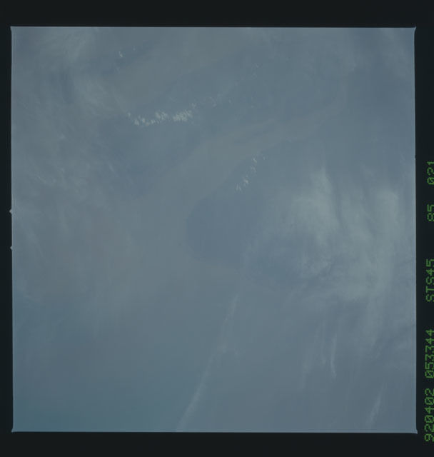 S45-85-021 - STS-045 - STS-45 earth observations