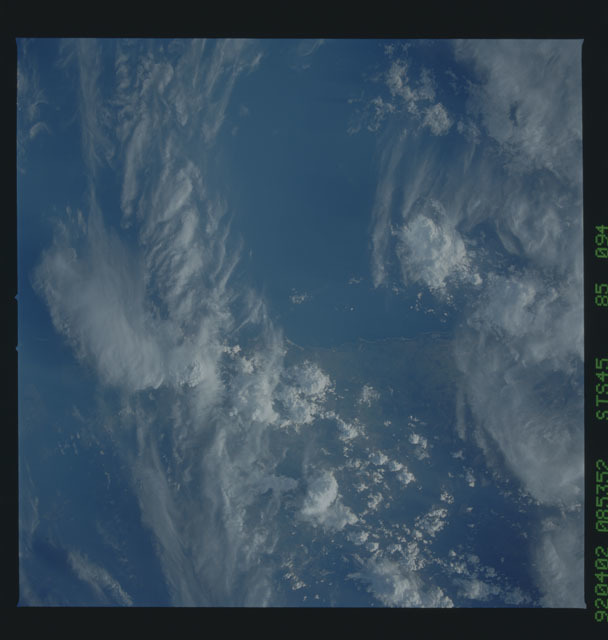 S45-85-094 - STS-045 - STS-45 earth observations