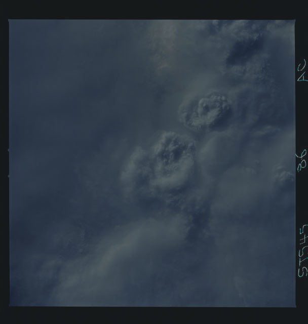 S45-86-000AC - STS-045 - STS-45 earth observations
