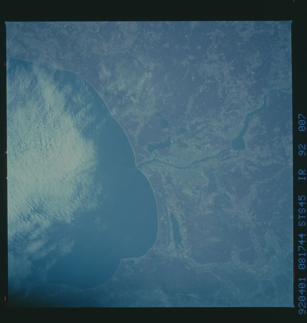 S45-92-007 - STS-045 - STS-45 earth observations