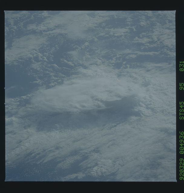 S45-95-031 - STS-045 - STS-45 earth observations