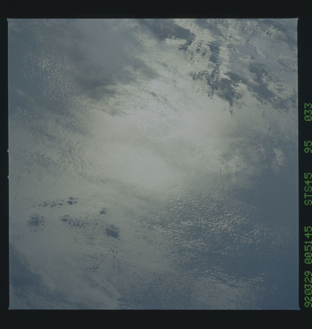 S45-95-033 - STS-045 - STS-45 earth observations