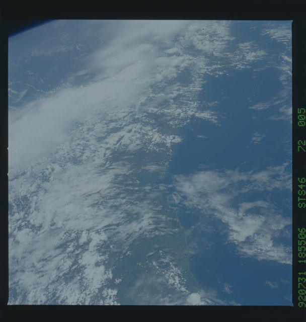 S46-72-005 - STS-046 - Earth observations taken from the shuttle orbiter Atlantis during STS-46