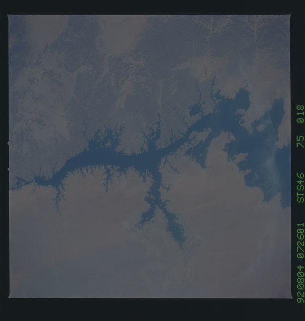 S46-75-018 - STS-046 - Nile River, Lake Nasser, Aswan High Dam, Egypt