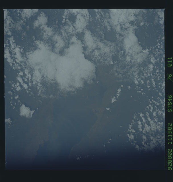 S46-76-011 - STS-046 - Earth observations from the shuttle orbiter Atlantis during STS-46