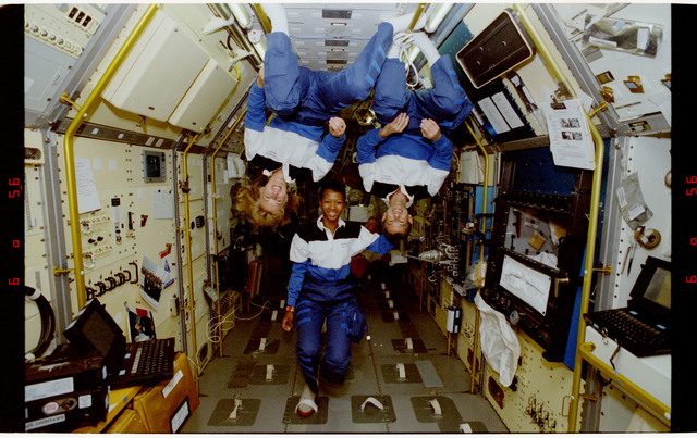 S47-12-013 - STS-047 - Portrait of three mission specialists on STS-47