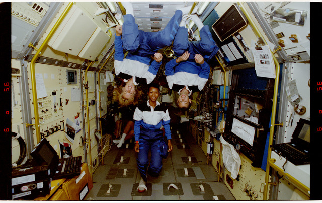 S47-12-014 - STS-047 - Portrait of three mission specialists on STS-47