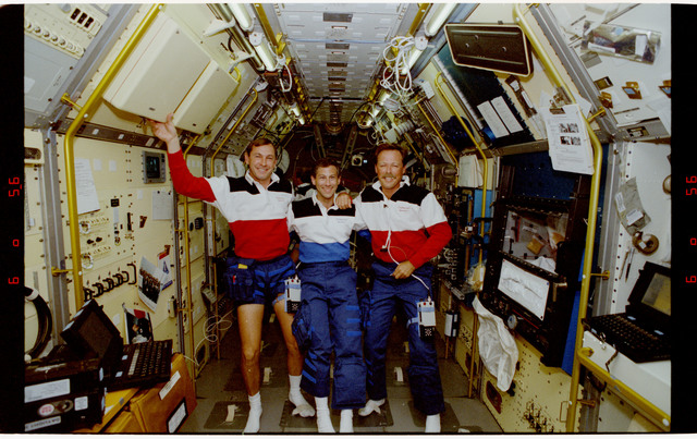 S47-12-024 - STS-047 - STS-47 crewmembers pose for a photo in SL-J module