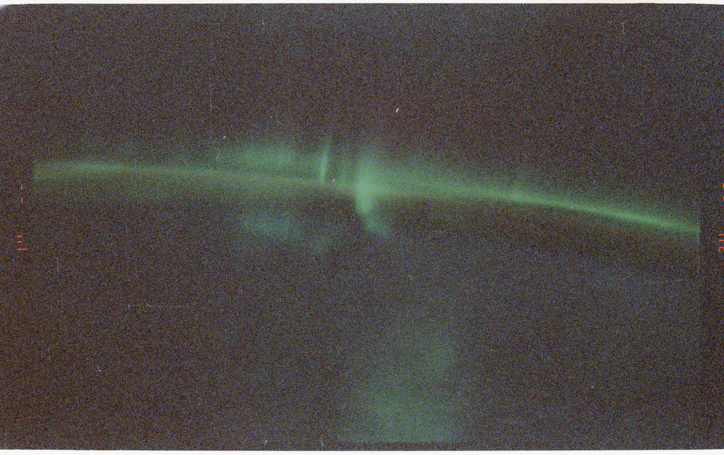 S47-15-027 - STS-047 - STS-47 views of the Aurora Australis