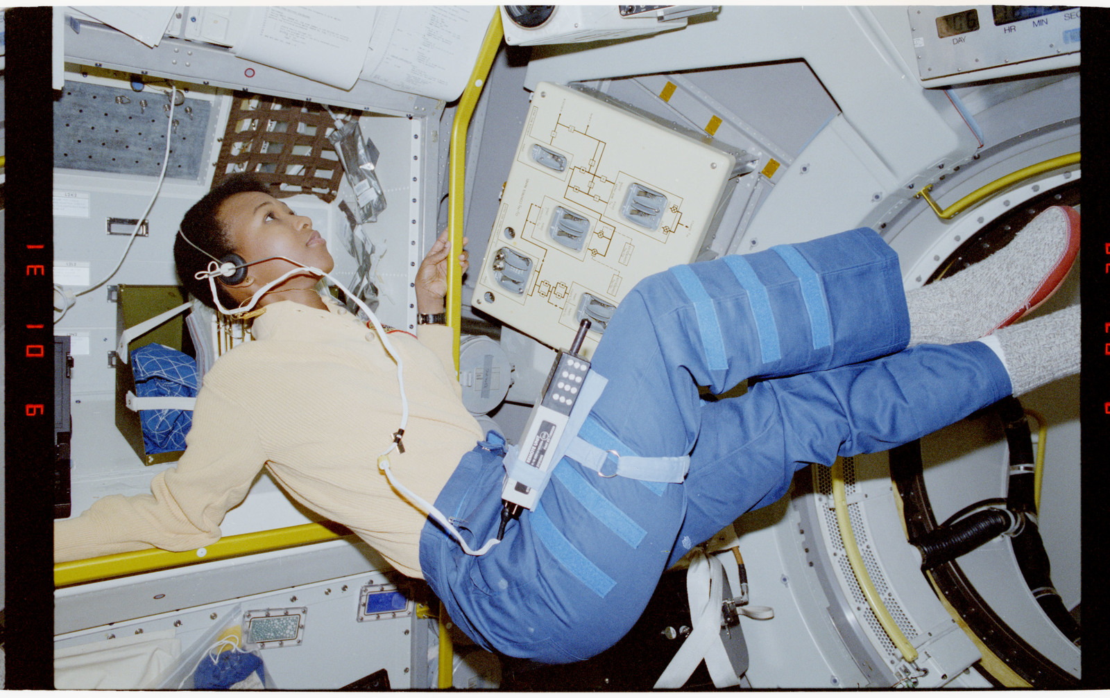 mae jemison pictures in space - HD 1600×1007