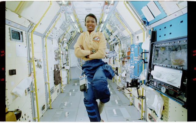 S47-37-001 - STS-047 - MS Mae Jemison in SLJ