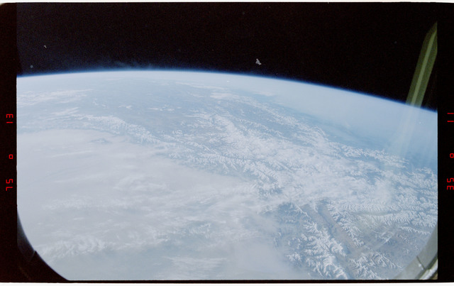 S47-41-018 - STS-047 - Visible earth limb