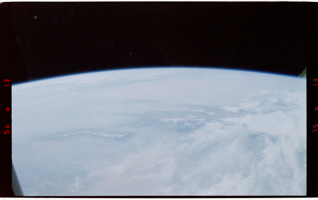 S47-41-020 - STS-047 - Visible earth limb
