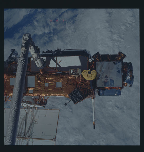 S48-607-057 - STS-048 - UARS - Upper Atmosphere Research Satellite
