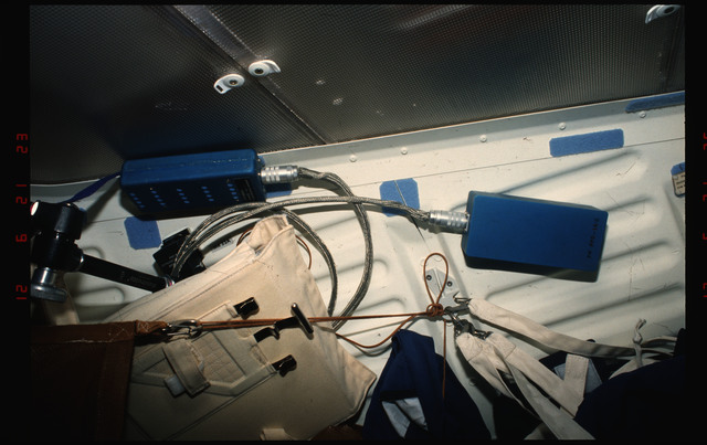 S49-07-002 - STS-049 - In cabin view of mid deck ceiling and starboard bulkhead.