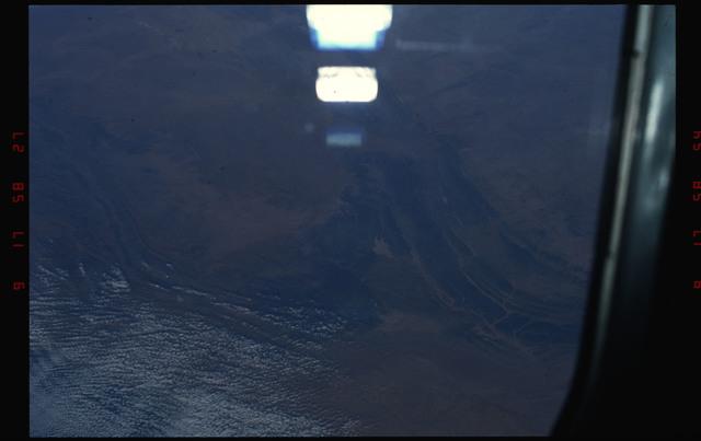 S49-08-002 - STS-049 - Mauritania coastline, Atlantic Ocean.