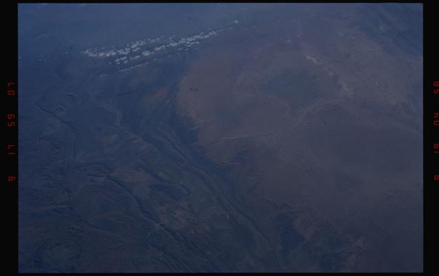 S49-08-005 - STS-049 - Mauritania coastline, Atlantic Ocean.