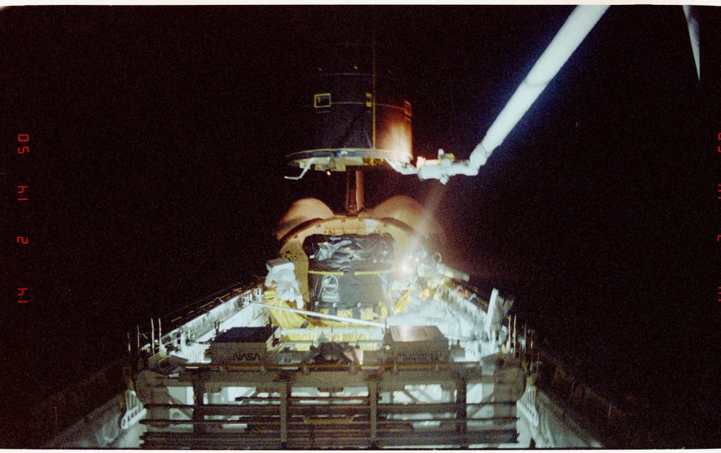 S49-211-022 - STS-049 - Three Mission Specialist EVA manual INTELSAT capture.