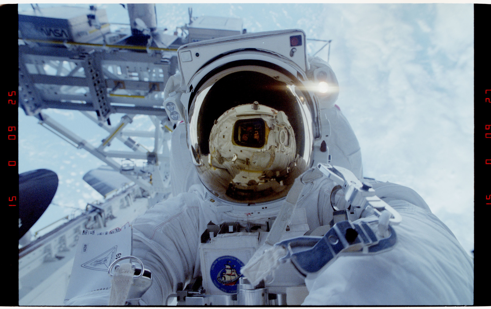 S49-26-028 - STS-049 - Close up portrait of an EVA crewmember in the payload bay.