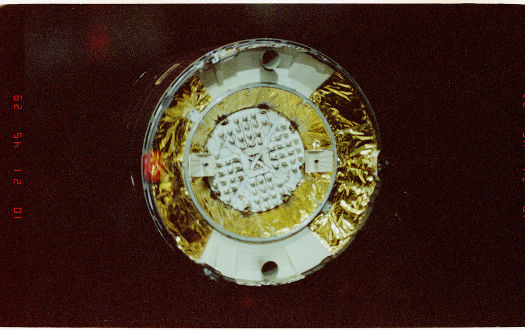S49-28-007 - STS-049 - Pre-capture views of INTELSAT floating freely above the vehicle.