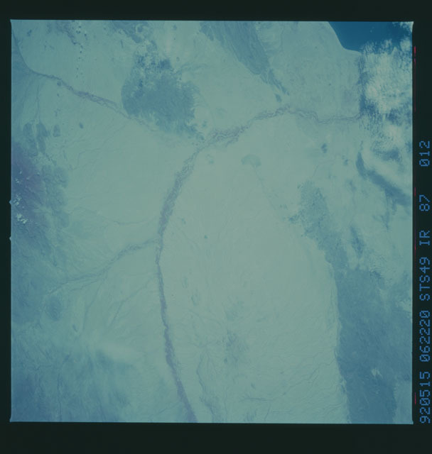 S49-87-012 - STS-049 - STS-49 earth observations