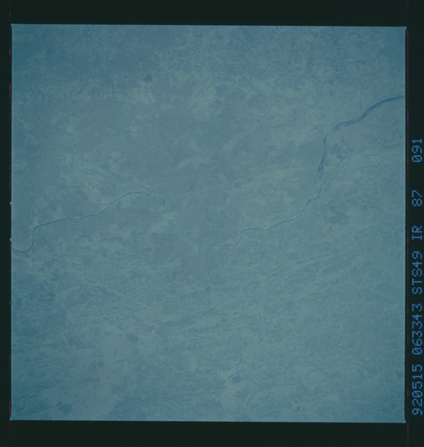 S49-87-091 - STS-049 - STS-49 earth observations