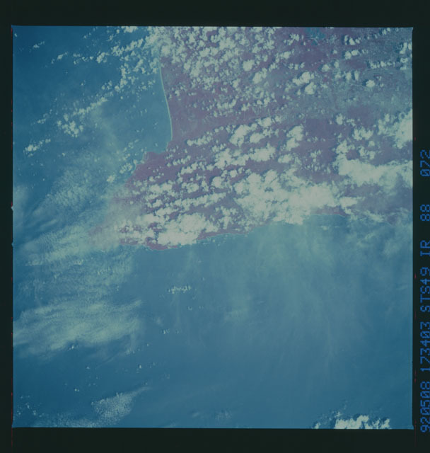 S49-88-072 - STS-049 - STS-49 earth observations