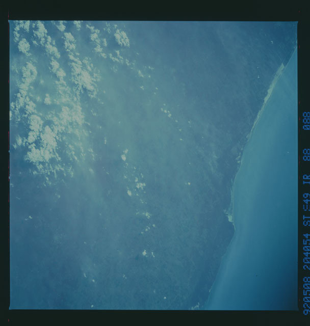S49-88-088 - STS-049 - STS-49 earth observations