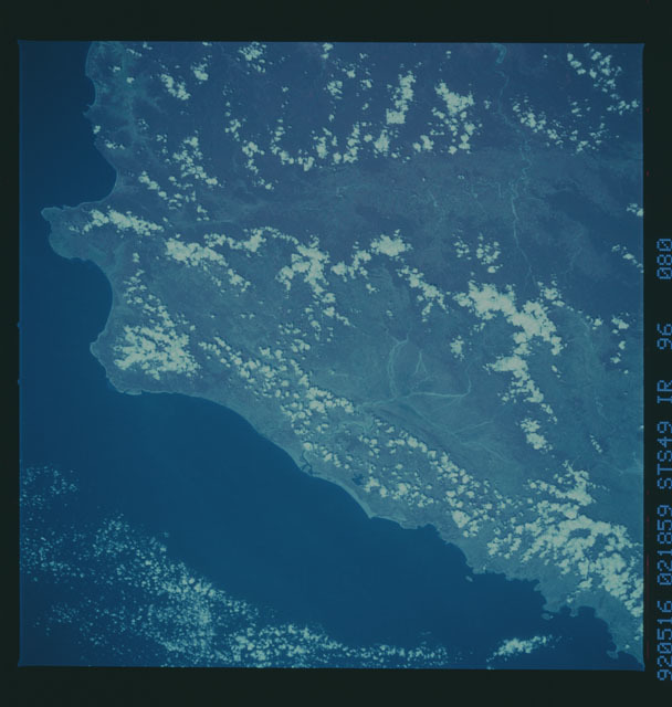 S49-96-080 - STS-049 - STS-49 earth observations