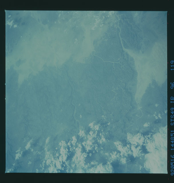 S49-96-119 - STS-049 - STS-49 earth observations