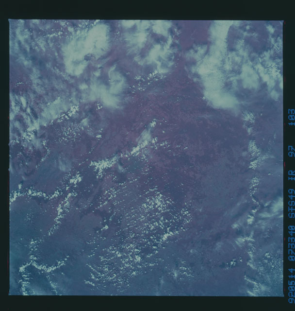 S49-97-103 - STS-049 - STS-49 earth observations